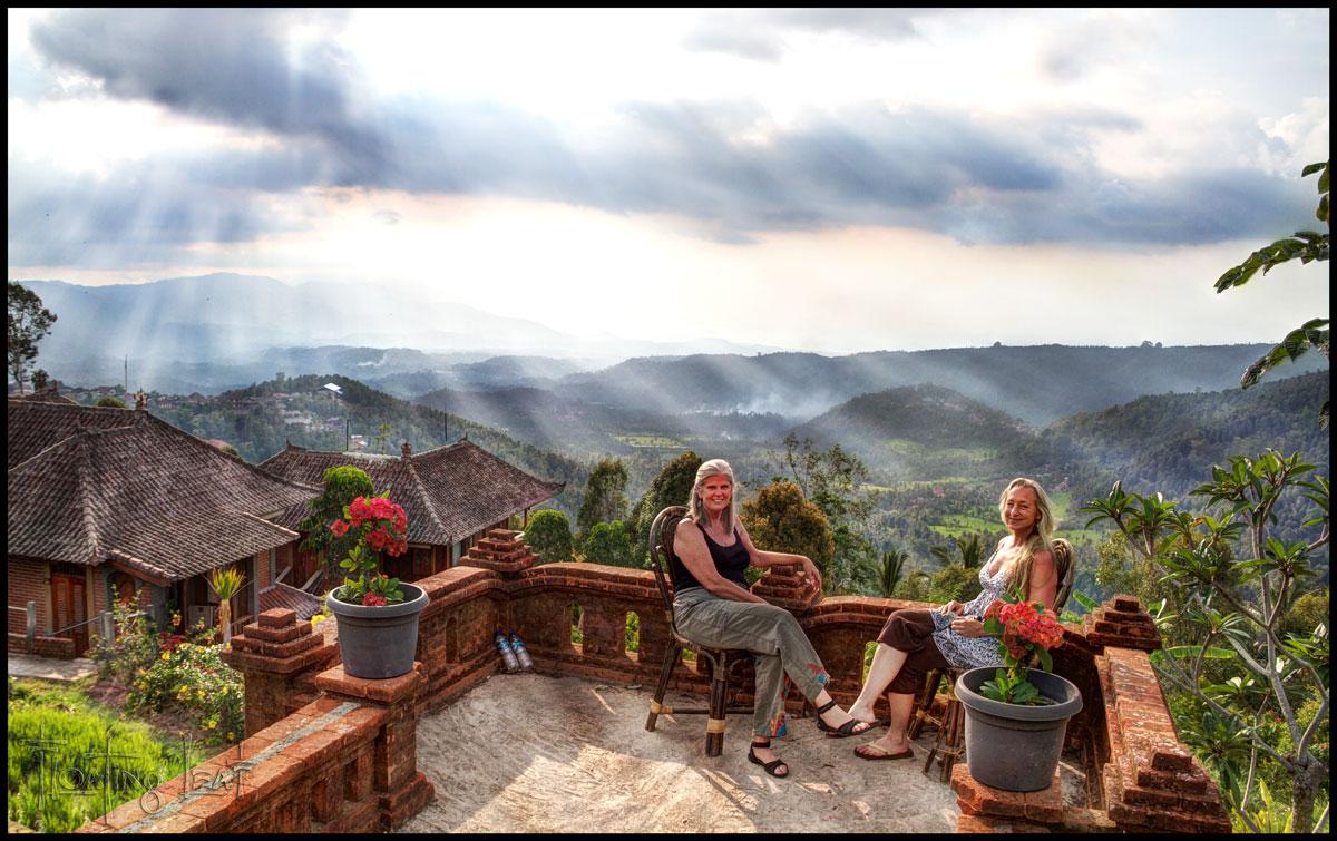 Bali-munduk-mountain-landscape-sun