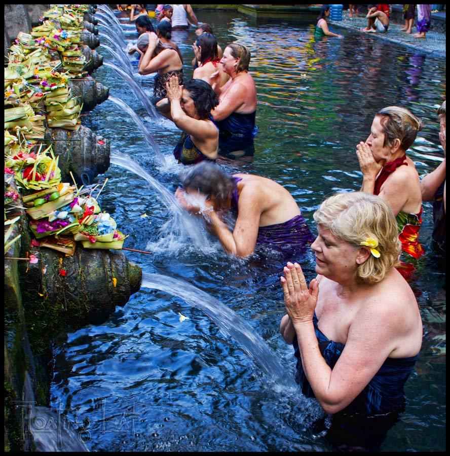 devout Balinese Hindus ceremoniously bathe