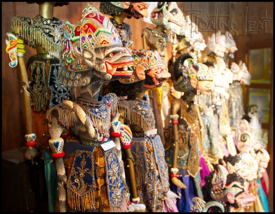 Shopping. Puppets of Bali