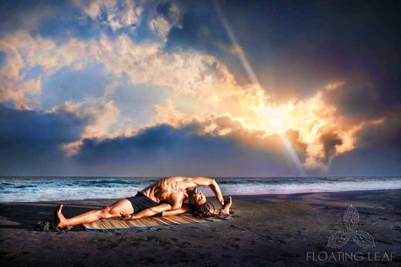 Beach Yoga: Yogi during sunset at Bali beach